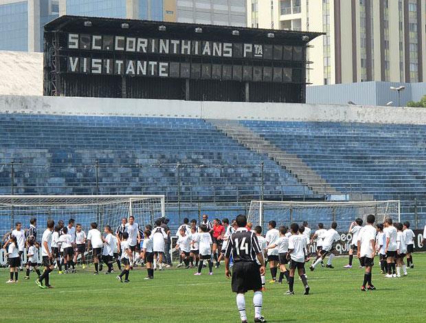 jogo amistoso no Parque São Jorge durante evento