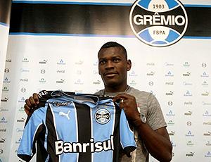 Paulão apresentado no Grêmio
