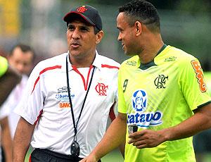 Silas e Val Baiano no treino do Flamengo