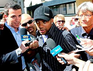 Robinho na chegada ao Milan