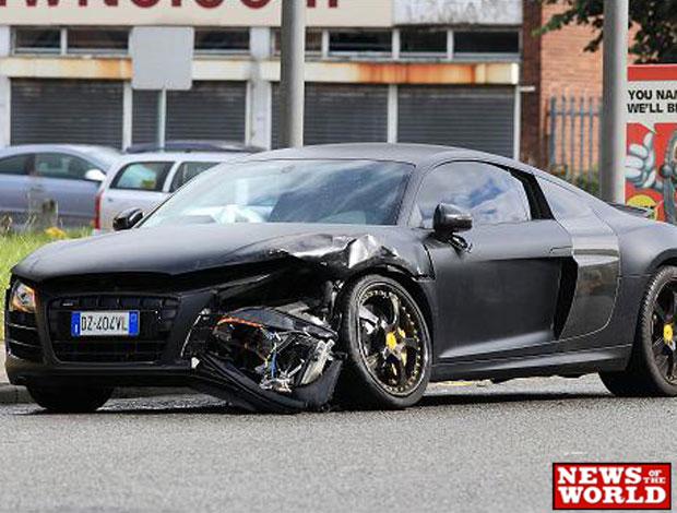carro de Balotelli após acidente