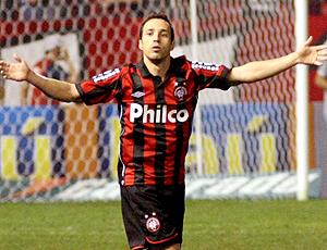 Branquinho gol Atlético-PR