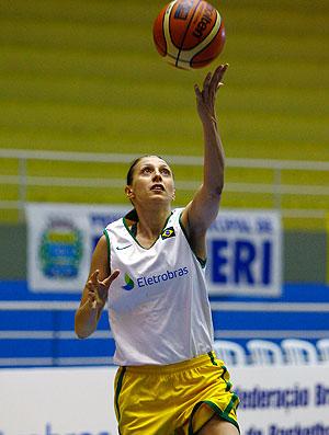 Helen no treino da seleção de basquete (Foto: Wander Roberto / CBB)