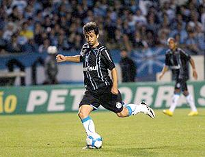 Douglas na partida do Grêmio contra o Atlético-GO Douglas comemora gol  marcado ... 4c9f300d7470c