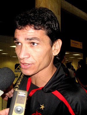 Ronaldo Angelim, Flamengo. Desembarque (Foto: Richard Fausto de Souza / Globoesporte.com)