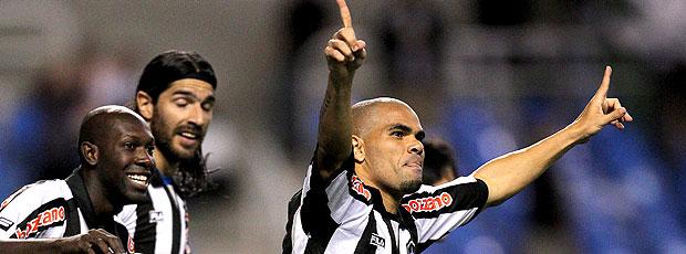 Alessandro comemora gol do Botafogo contra o Cruzeiro