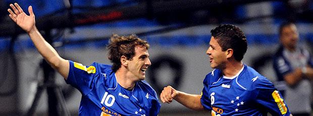 Montillo comemora gol do Cruzeiro contra o Botafogo