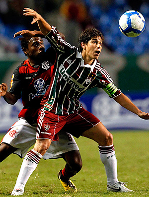 Conca e Willians na partida do Flamengo contra Fluminense