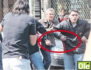 confusão torcedor armado jogo Estudiantes