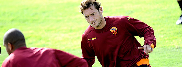 Totti e Adriano no treino do Roma