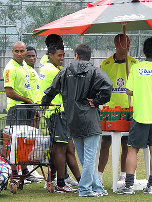 jogadores do Flamengo de tênis no treino