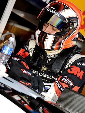 Stock Car: Átila Abreu se concentra antes da corrida (Foto: Fernanda Freixosa)