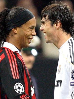 Kaká do Real Madrid e Ronaldinho do Milan em jogo