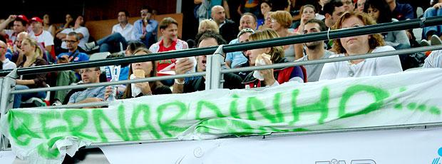 Faixa com o nome de Bernardinho no ginásio do Mundial de Vôlei
