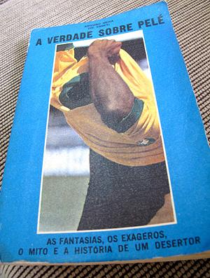 Capa do livro sobre Pelé