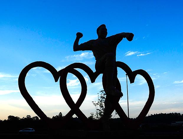 Pelé Estátua 3 corações