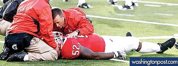 Jogador de futebol americano pode ficar tetraplégico depois de lesão no pescoço