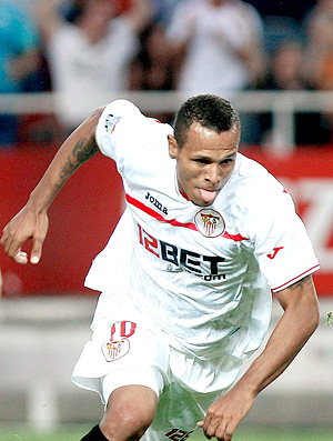 Luis Fabiano comemora gol no jogo entre Sevilla e Athlétic de Bilbao