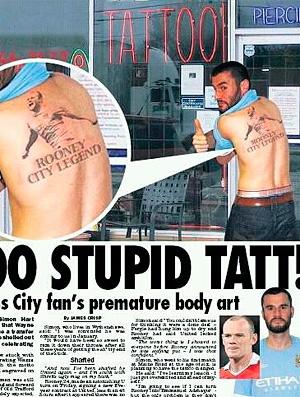 Homem tatua Rooney no Manchester City nas costas