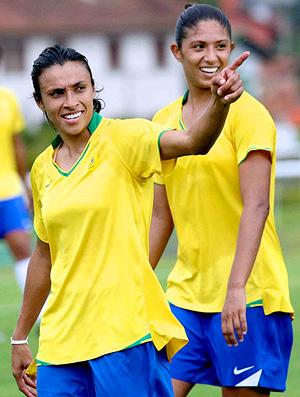 marta no treino da seleção brasileira