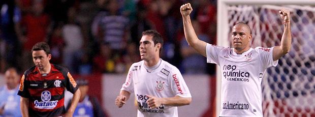 ronaldo comemora gol do corinthians contra o flamengo
