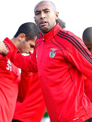 Luisão no treino do Benfica (Foto: EFE)