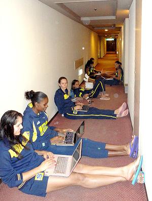Mundial Feminino de Vôlei - Jogadoras no corredor do hotel