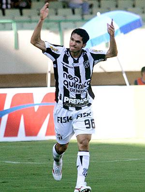 Magno Alves comemora gol do Ceará
