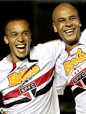 Miranda e Alex Silva comemoram pelo São Paulo (Foto: VIPCOMM)