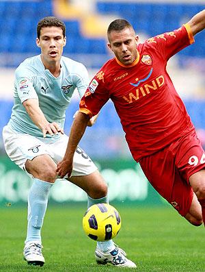 Hernanes na partida da Lazio contra o Roma