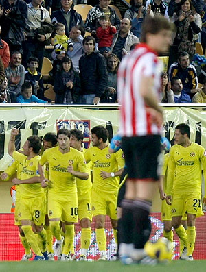 Villarreal comemora gol contra o Atletico de Bilbao