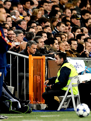 mourinho é expulso de campo e vai sentar junto a torcida, real madrid x murcia