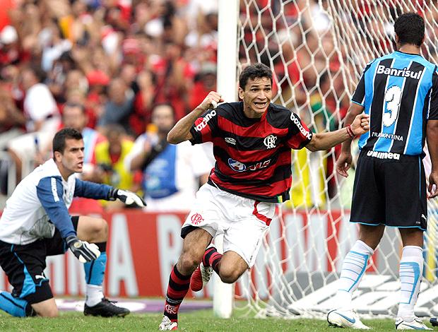 Ronaldo Angelim Flamengo 2 x 1 Grêmio 06/12/2009 (Foto: Reuters)