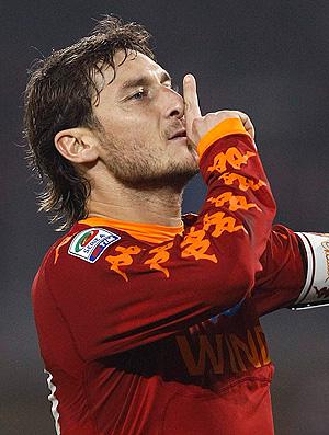 Totti comemora gol do Roma contra o Juventus