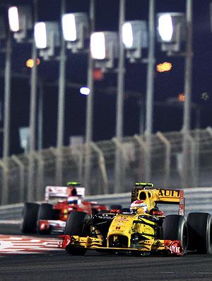 Alonso atrás de Petrov no GP de Abu Dhabi