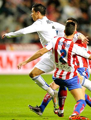 Cristiano Ronaldo na partida do Real Madrid contra o Gijon