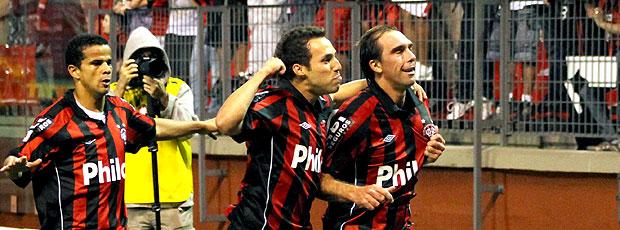 Paulo Baier comemora gol do Atlético-PR contra o Prudente