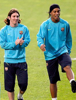 Ronaldinho Gaucho e Messi no Barcelona