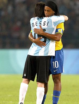 messi e ronaldinho, brasil x argentina, olimpiadas de pequim 2008