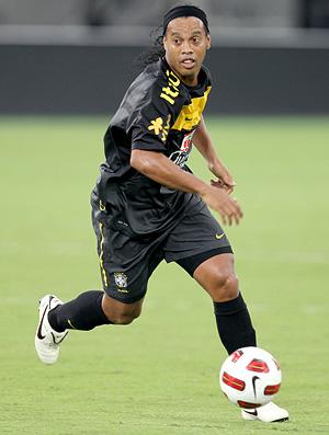 ronaldinho no treino da seleção brasileira (Foto: Mowa Sports)