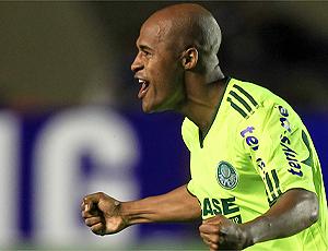 Marcus Assunção comemora gol do Palmeiras