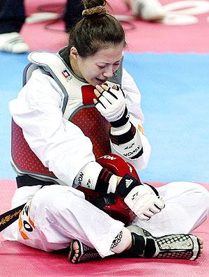 Yang Shu-Chun chorando durante taekwondo nos Jogos Asiáticos