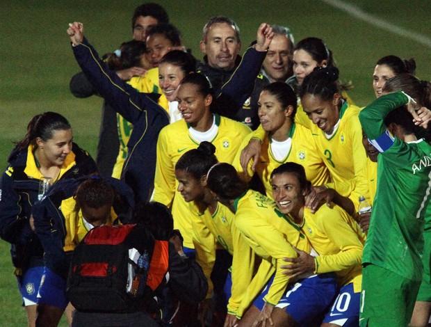 Seleção Brasileira feminina comemora conquista do Sul-Americano