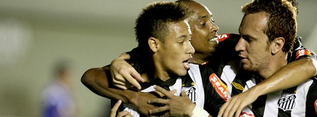 neymar comemora gol do santos sobre o goiás