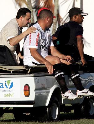 ronaldo sai de campo no carrinho, vitória x corinthians