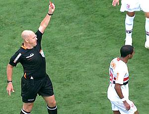 FRAME Richarlyson é expulso no jogo do São Paulo
