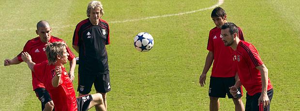 jogadores no treino do Benfica para a Liga dos Campeões