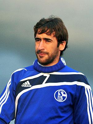 Raul no treino do Schalke para a Liga dos Campeões