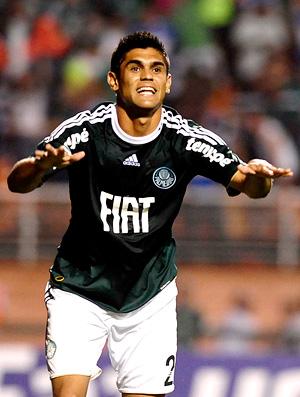 luan comemora gol do palmeiras sobre o goiás (Foto: Marcos Ribolli / Globoesporte.com)