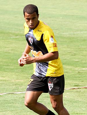 Lucas no treino do São Paulo